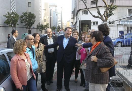 O alcalde destaca que a renovación de Monasterio de Cines permitirá recuperar a praza como espazo de convivencia para os veciños
