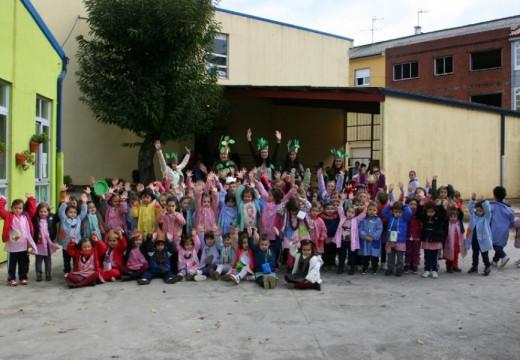 A tradición do magosto invade o patio do colexio Castelao