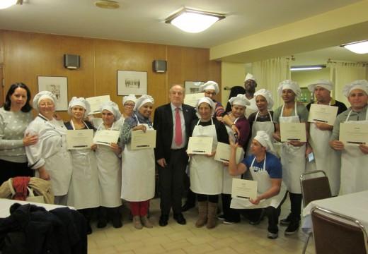 Miguel Lorenzo clausura o curso de 'Elaboracións básicas e elementais de cociña'