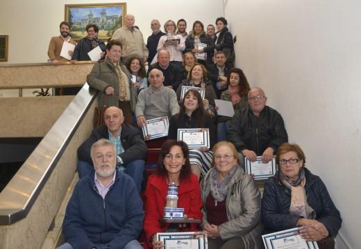 Entrega de diplomas ás persoas e entidades implicadas na terceira feira Artemar Riveira