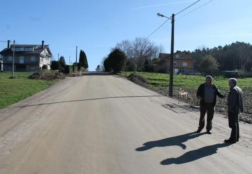 Comezan as obras de instalación de alumeado público e zonas peonís na estrada que une os núcleos de Vilalbarro e O Cruceiro coa N-550
