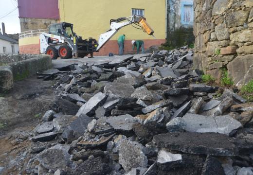 Arranque dos traballos de pavimentación do entorno de Cruceiro dos Remedios en Deán
