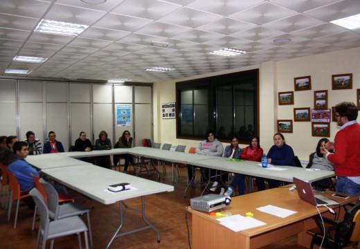 Unha quincena de mozos e mozas de Frades participou nun obradoiro de emprendemento na Rede organizado polo Concello e Xuventude