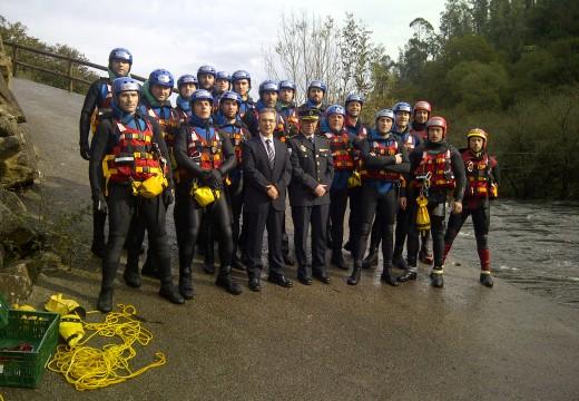 Axentes da Policía Autonómica realizan prácticas do curso de rescate en riadas e salvamento marítimo no río ulla