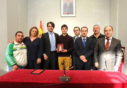 O presidente da Deputación da Coruña recibiu  ao triatleta de Dodro Uxío Abuín