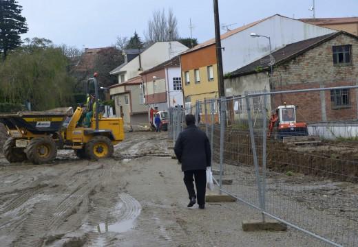 Retomadas as obras para aperturar un vial con dous carrís e beirarrúas entre o cemiterio de Riveira e o lugar de Fafián