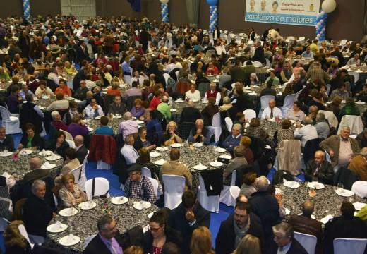 Un milleiro de persoas participan na novena Xuntanza dos Maiores de Riveira