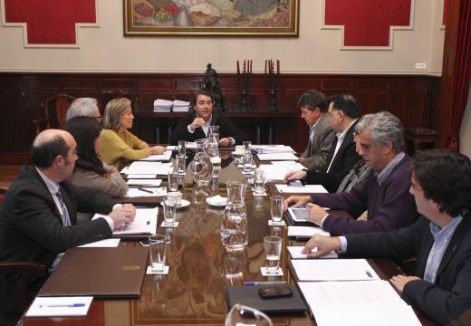 O Concello aproba un investimento de 600.000 euros en 2015 para cubrir dende o 1 de xaneiro o programa Talón Restaurante
