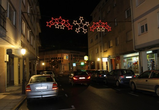O Concello de Oroso adianta o acendido do alumeado de Nadal nun par de semanas como medida de apoio ao comercio local