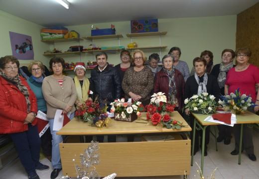 Entrega de diplomas dos obradoiros de Arte Floral e de Cociña e Respostería de Nadal do concello de Riveira