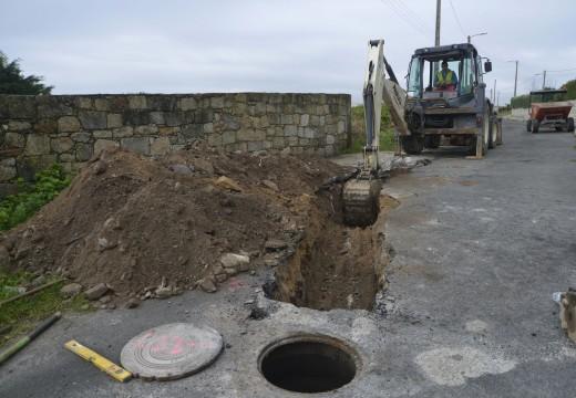 Arranca unha nova actuación dirixida a dotar de saneamento e pluviais ao camiño de acceso ao Cemiterio de Corrubedo