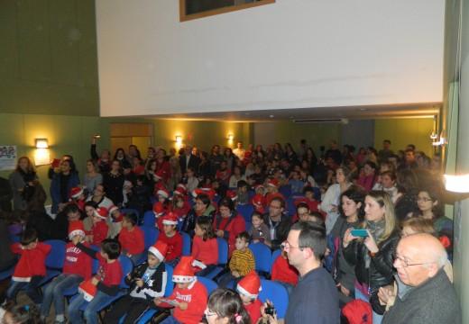 Máis de 200 persoas ateigaron o polivalente de Brión para asistir ao III Concerto de Nadal dos alumnos da Escola Municipal de Música
