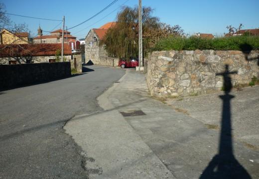 100.000 euros para dotar dunha nova pavimentación ao entorno do cruceiro de Outeiro en Artes