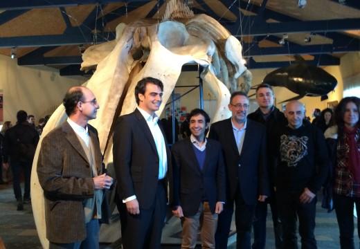 Calvo anima a visitar o Museo de Historia Natural de Ferrol e contemplar un dos esqueletos de balea máis grandes que se conserva en España