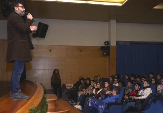 """180 rapaces asistiron no auditorio á proxección do filme """"encallados"""" no marco da programación de Nadal de Riveira"""