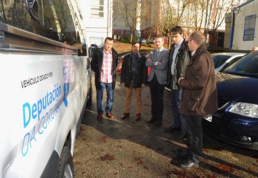O presidente provincial fixo entrega esta mañá dun vehículo para uso dos deportistas do Club Triatlón Ferrol