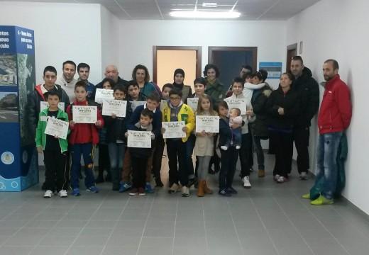 Entrega de diplomas aos 16 rapaces participantes no Obradoiro Infornadal