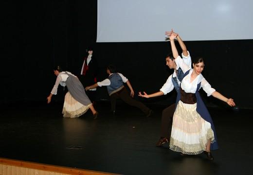 Ordes ríndelle tributo a Junjo Liñares cun espectáculo de danza que enche a casa da cultura