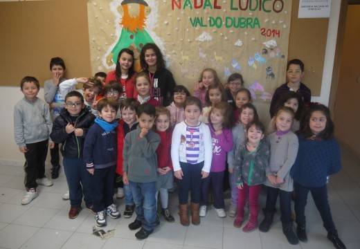 Os máis pequenos de Val do Dubra disfrutan dos 'Talleres de Nadal'
