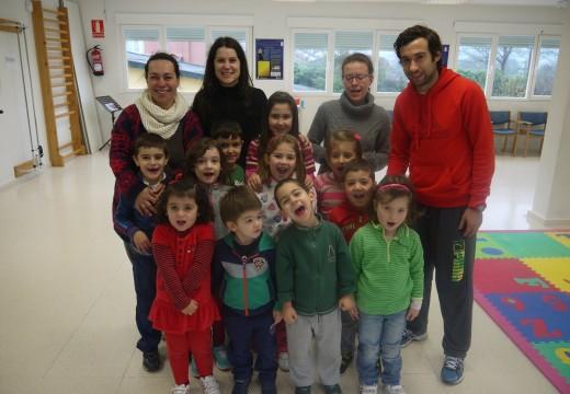 Nenos e nenas da Baña disfrutan no 'Nadal xogo'