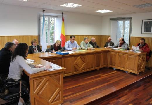 Frades aproba uns orzamentos de 1,89 millóns nos que incrementa o gasto social e destina máis de 580.000 € a investimentos nas parroquias