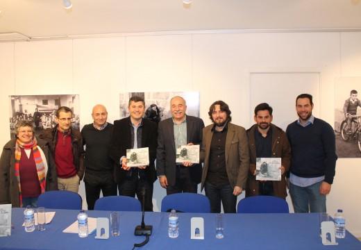 """Máis de douscentos veciños arroupan á asociación """"O Esquío no Piñeiro"""" na presentación do libro """"Brión en fotos"""""""