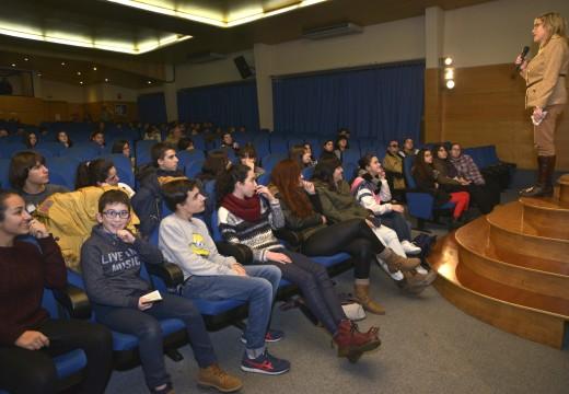 Un cento de persoas asistiron á proxección das seis curtas sobre violencia de xénero creadas por alumnos de Secundaria