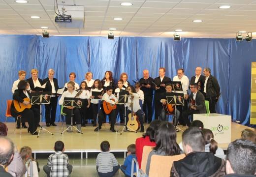 Máis de 250 veciños e veciñas ateigaron o centro cultural de Sigüeiro durante a sexta edición do concerto de panxoliñas