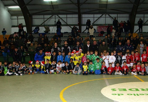 O Calasanz B álzase coa vitoria no Torneo de Fútbol 6 disputado no Concello de Ordes
