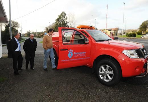 Entrega dun novo vehículo para o useo dos voluntarios de Protección Civil de Valdoviño por parte do presidente da Deputación da Coruña