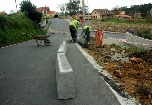 O Concello mellora a seguridade viaria no acceso ao Complexo da Fieiteira a través de 60 metros de beirarrúas con pasamán