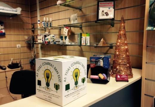 """Continúa """"As túas compras dan luz"""", a campaña solidaria de compras de Nadal da Fundación Santiago Centro"""