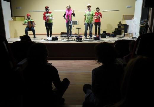 300 nenos e nenas de Val do Dubra, no concertó de Mamá Cabra