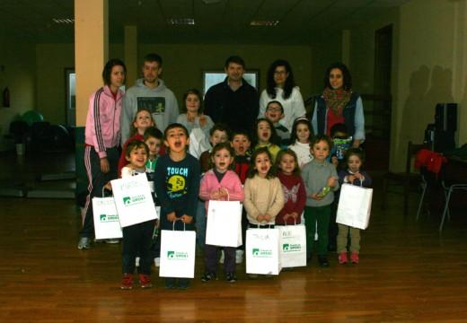 Manuel Regos comparte cos nenos e nenas do municipio a última xornada do programa de conciliación