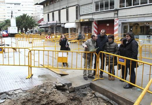 Fernández Prado visita cálea Maxistrado Manuel Artime polo inicio das obras de mellora da pavimentación