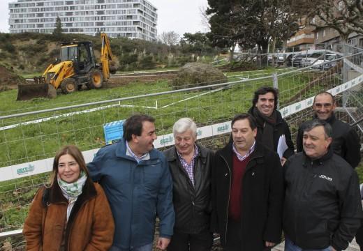 O alcalde visita as obras de acondicionamento dun espazo en Eirís
