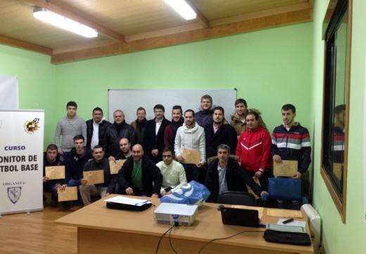 Regos e o vicepresidente da Federación Galega de Fútbol clausuran o curso federativo de monitor de fútbol base