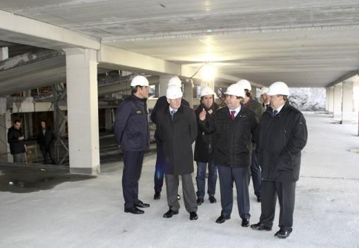 O alcalde visita as obras do párking do Materno e do Oncológico que entran na súa recta final para dar servizo a 1.500 usuarios diarios