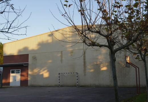 O concello renovará a cuberta do pavillón polideportivo municipal de Artes
