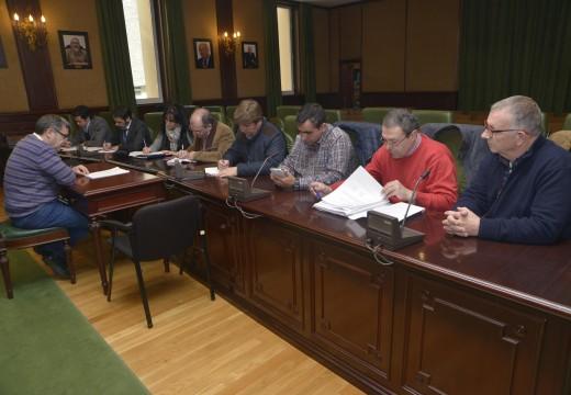O concello renuncia á xestión municipal da lonxa de Riveira como trámite previo ao concurso para levar a nova instalación