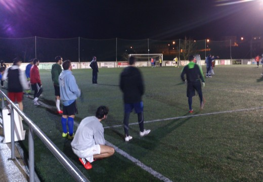 O campo municipal de Sigüeiro acolleu un adestramento da Selección Galega de fútbol gaélico preparatorio do Mundial de Abu Dhabi