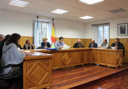 O pleno de Frades aproba por unanimidade destinar os 183.000 euros do Plan de Aforro e Investimentos a reducir o endebedamento
