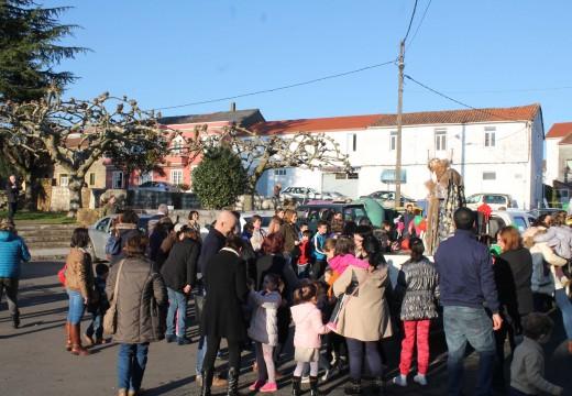 Máis de medio milleiro de veciños participaron na Cabalgata de Reis do Concello de Frades