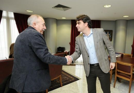 A Deputación da Coruña formaliza a achega de 90.700 euros ao concello de Brión para o arranxo de camiños municipais