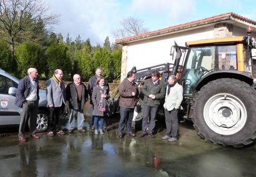 A Deputación fai entrega dun tractor e unha furgoneta ao concello de Frades por valor de 117.000 euros