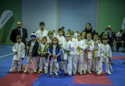 O karateka alevín de Val do Dubra Ángel López Varela, medalla de ouro no XXII Trofeo de Kárate Vila de Negreira