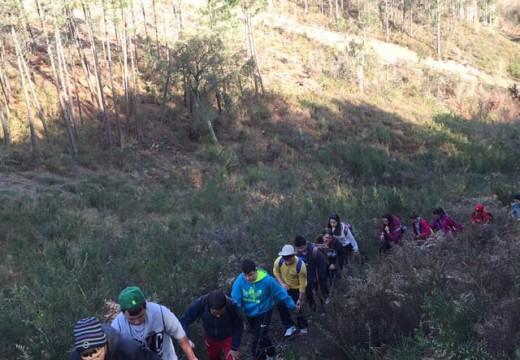 Corenta alumnos e alumnas do CPI Cernadas de Castro fan un roteiro de 15 quilómetros e realizan unha visita ás minas de San Finx