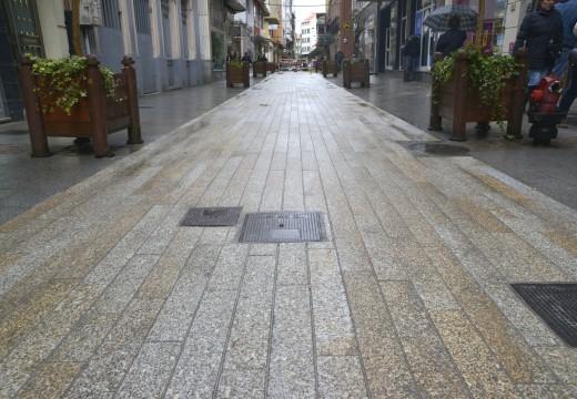 O concello decide ampliar a pavimentación con adoquín de granito no carril central do tramo da Igrexa da rúa Galicia