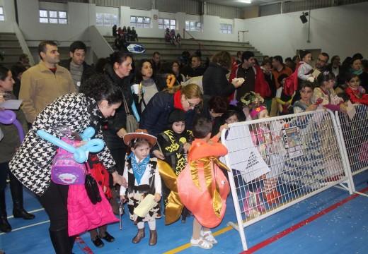 Máis de cincocentos veciños participan no Festival de Entroido do Concello de Lousame