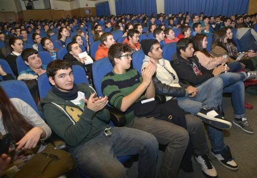Máis de 270 estudantes disfrutaron dunha actuación musical no Auditorio de Riveira con motivo do Día de Rosalía de Castro